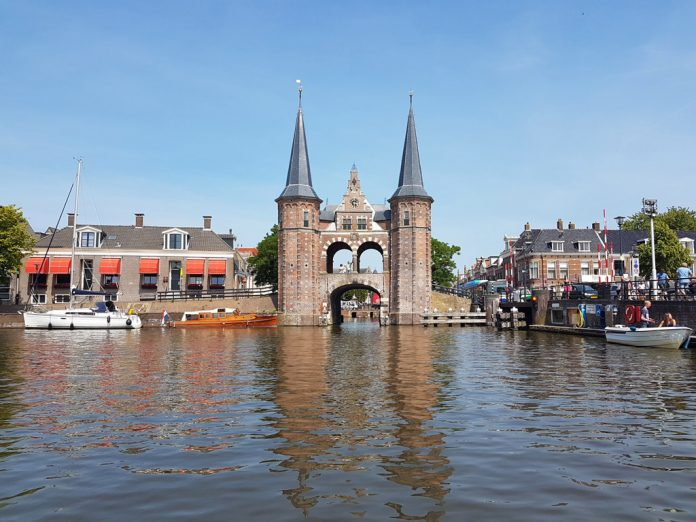 De prachtige waterpoort in Sneek